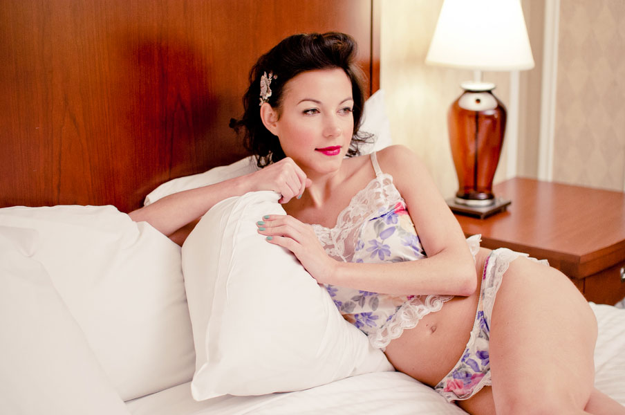 1950s Hollywood Inspired Vintage Lingerie Boudoir Shoot