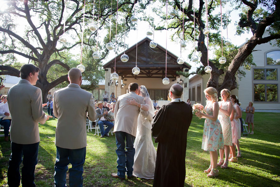 Country Chic Does Texas Right In This DIY Wedding Under The Giant Oak Trees
