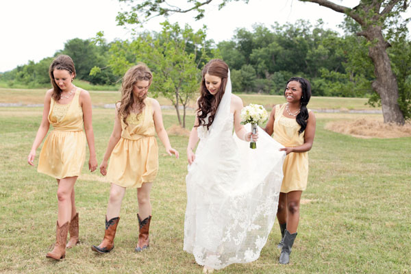 Audra_Kendal_Rustic_Country_DIY_Wedding_Larissa_Nicole_Photography_6