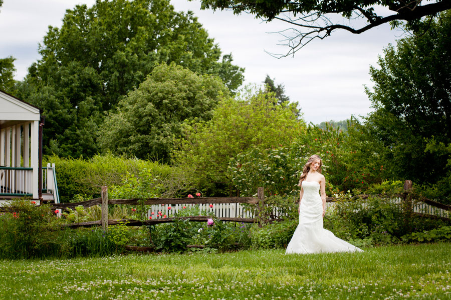 Bryn_Josh_Bohemian_Wedding_Old_Salem_Museums _and_Gardens_Aura_Marzouk_Photography_16