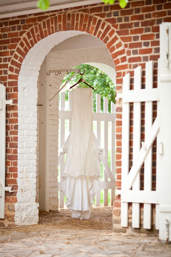Bryn_Josh_Bohemian_Wedding_Old_Salem_Museums _and_Gardens_Aura_Marzouk_Photography_9