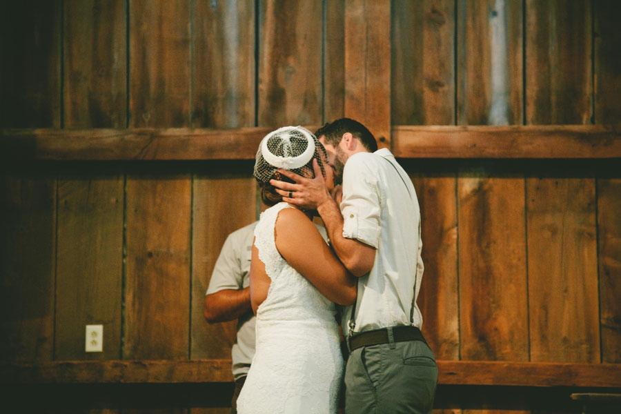 Vintage_Hipster_Barn_Wedding_Hoosier_Grove_Barn_Estanislao_Photography_19