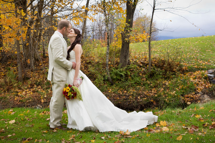 Vermont_Fall_Foliage_Wedding_Skinner_Barn_Sarah_Cocina_Photography_1