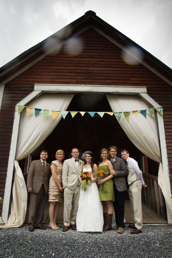 Vermont_Fall_Foliage_Wedding_Skinner_Barn_Sarah_Cocina_Photography_14