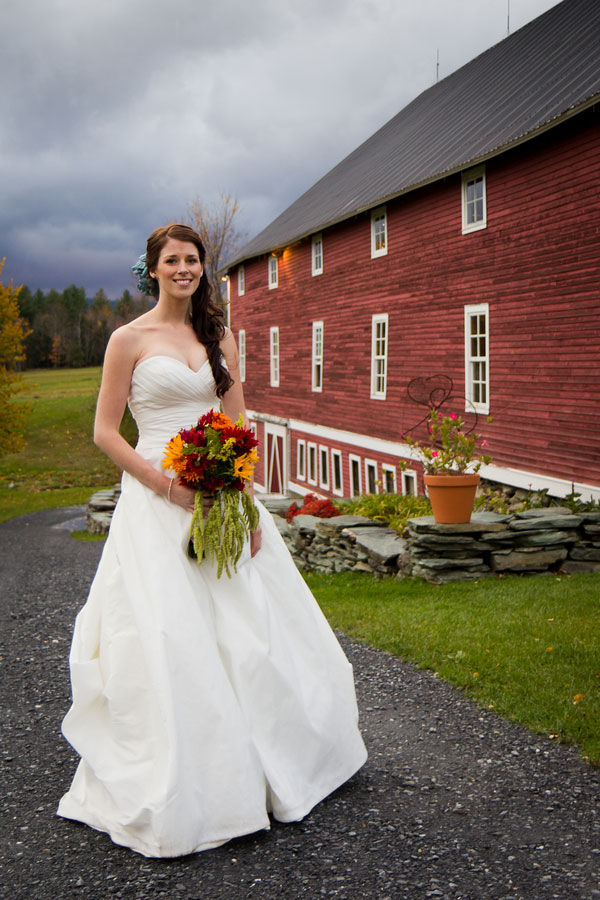 Vermont_Fall_Foliage_Wedding_Skinner_Barn_Sarah_Cocina_Photography_17