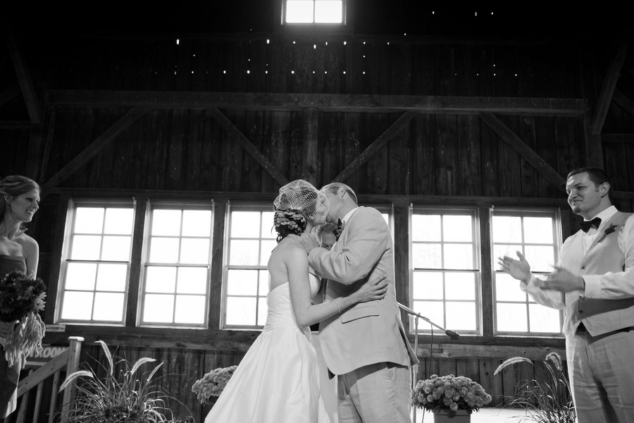 Vermont_Fall_Foliage_Wedding_Skinner_Barn_Sarah_Cocina_Photography_9
