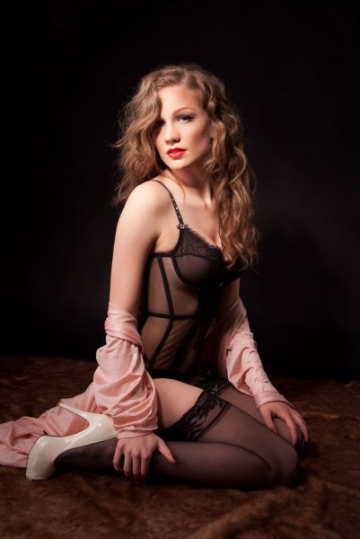 Vintage_Earthy_Boudoir_Serena_Star_Photography_7