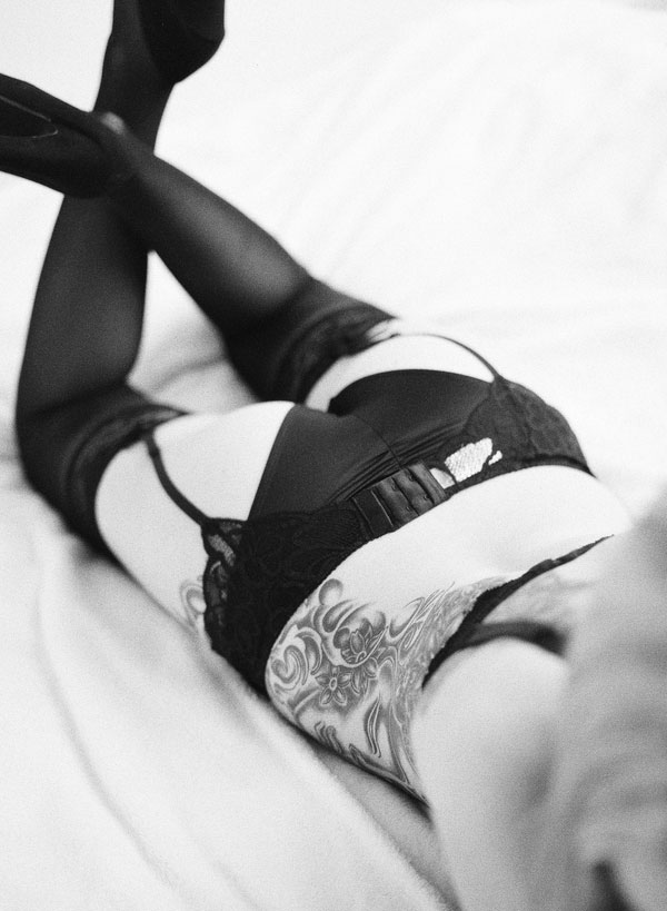 Stunning_Raw_Film_Fine_Art_Boudoir_Session_Ken_Tan_Photo (10)
