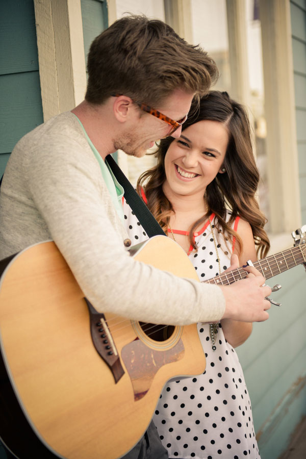 Coffee House Street Musician Engagement Session Elevate Photography (8)