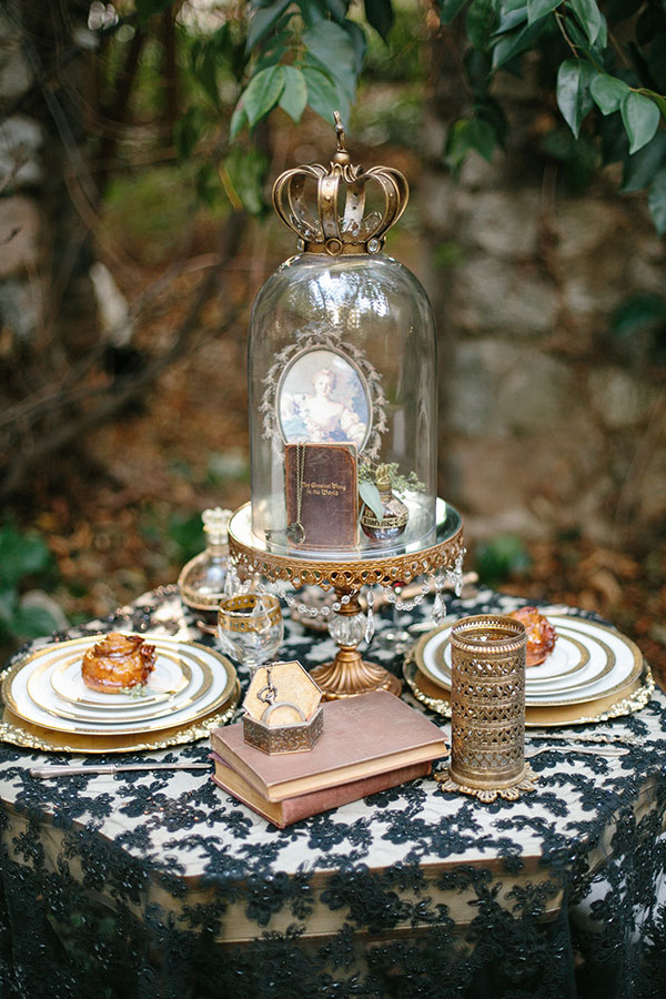Dark And Romantic Wedding In Black And Gold Kristen Booth via The Wedding Chicks